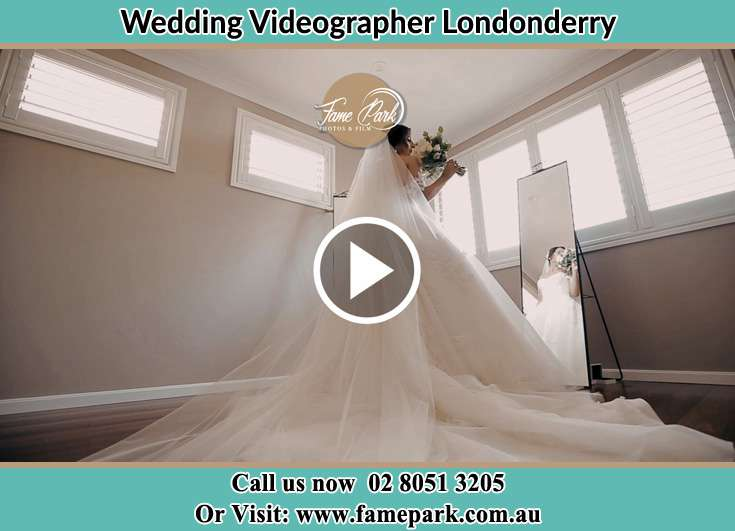 Bride holding a bouquet of flowers in front of the mirror Londonderry NSW 2753