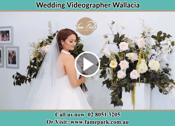 The Bride holding a bouquet of flowers Wallacia NSW 2745